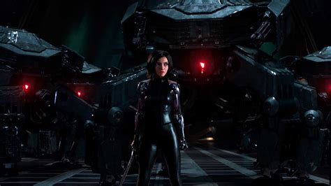 Review: 'Alita: Battle Angel' Is Big Eyes and Big Effects